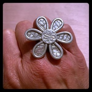 Sterling silver daisy ring